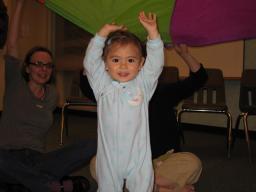Annalena under the parachute